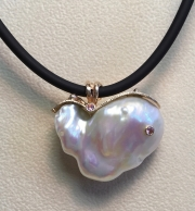 Large Pearl and Vine Pendant -SIDE-1
